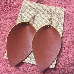 Jewelry - Leather leaf earrings natural color